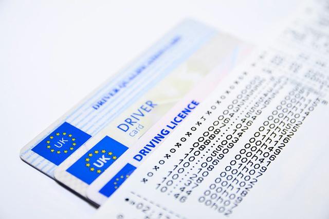 相続ガイド 免許証等の手続き